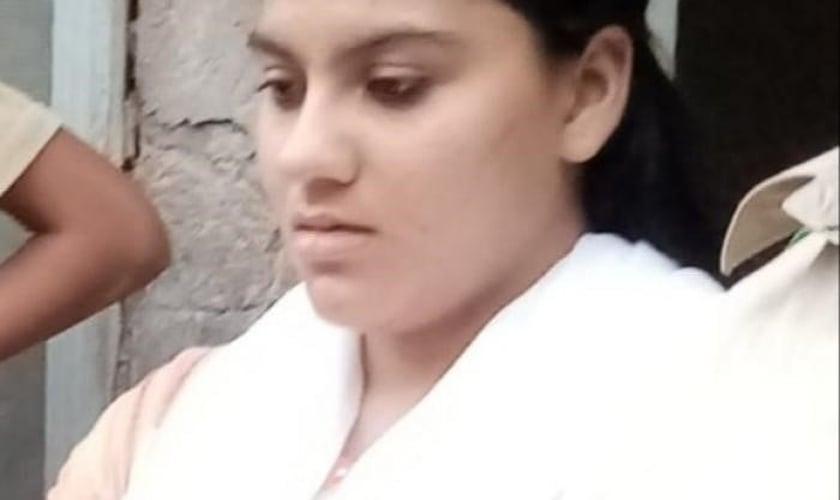 A adolescente cristã Saneha Kinza Iqbal, que foi sequestrada em aldeia no Paquistão. (Foto: Reprodução / Asia News)