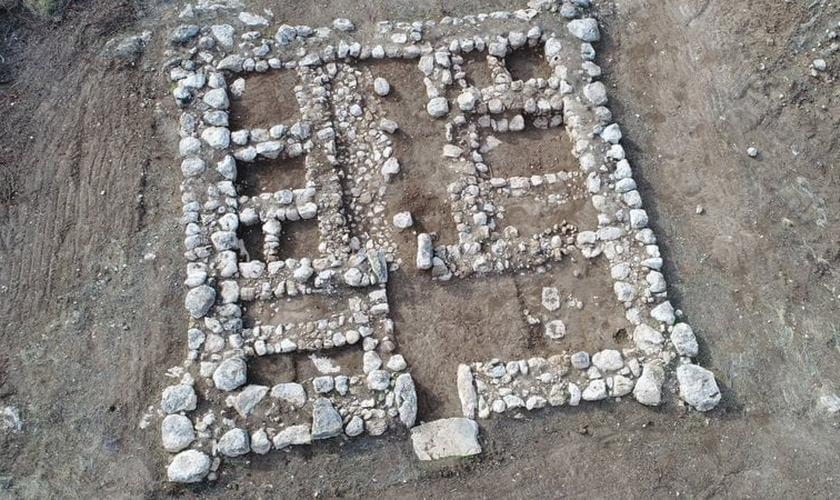 Fotografia aérea do forte encontrado no sul de Israel. (Foto: Divulgação/Autoridade de Antiguidades de Israel)