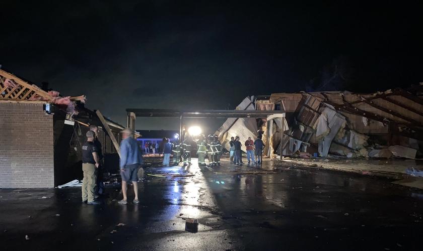 Igreja destruída com a passagem do furacão Laura, em Lake City (EUA). (Foto: Reprodução / Twitter)