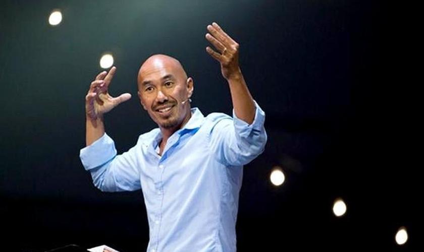 Francis Chan é fundador da Cornerstone Church e atualmente mora em Hong Kong. (Foto: CBN News)