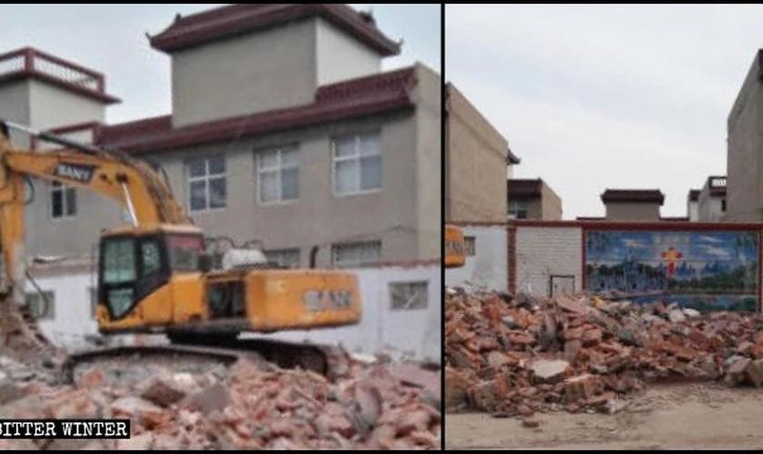 Uma Igreja Three-Self no distrito de Fuxing foi demolida em 15 de abril. (Foto: Reprodução / Bitter Winter)