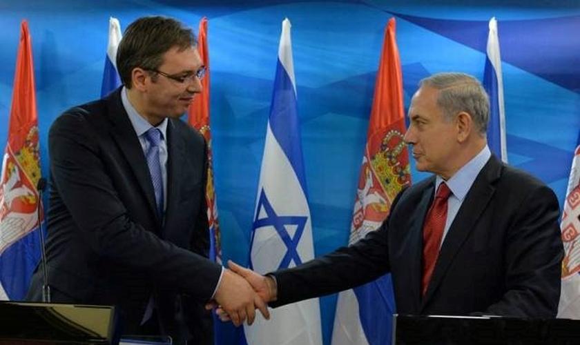 O primeiro-ministro Benjamin Netanyahu encontra-se com o primeiro-ministro sérvio Aleksandar Vucic. (Foto: Reprodução / GPO / Kobi Gideon)