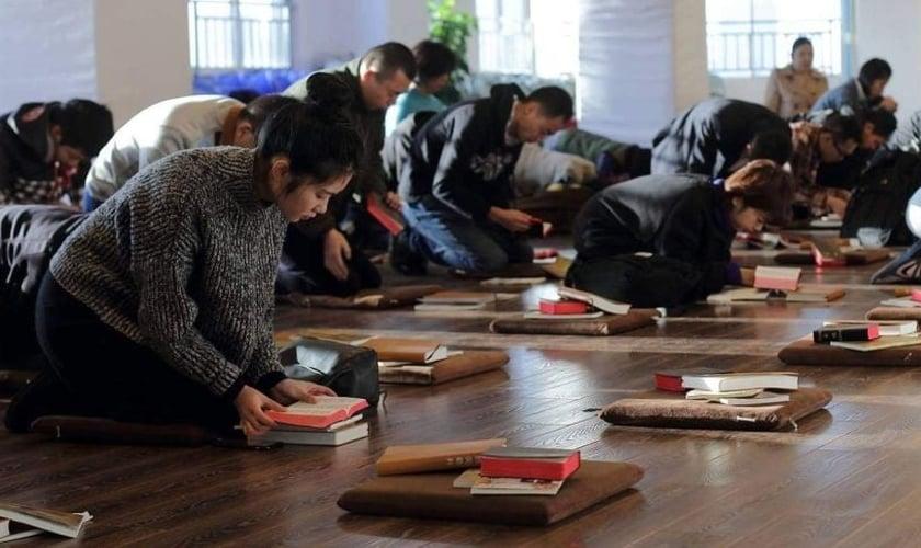 Chineses demonstram sua fé diante da perseguição comunista. (Foto: Reprodução / CSW)
