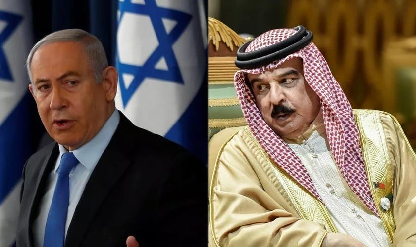 Benjamin Netanyahu, primeiro-ministro de Israel, e o rei Hamad bin Isa Al Khalifa, do Bahrein. (Foto: Ronen Zvulun, Fayez Nureldine /AFP/POOL)