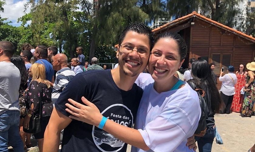Ao lado de seu irmão, Larissa van Boekel foi batizada em dezembro de 2018. (Foto: Igreja Batista Atitude)
