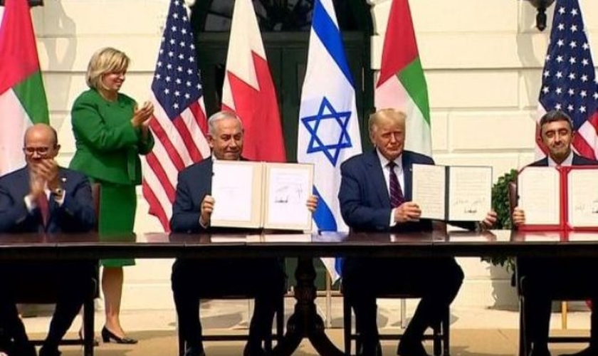 Israel assina acordo estabelecendo laços formais com dois estados árabes na Casa Branca. (Foto: Tom Brenner/Reuters)