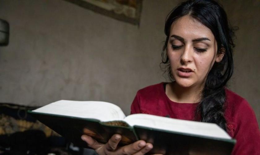 Sozan não se arrepende de ter se convertido ao cristianismo, apesar da perseguição que sofre em sua comunidade. (Foto: Open Doors Reino Unido e Irlanda)
