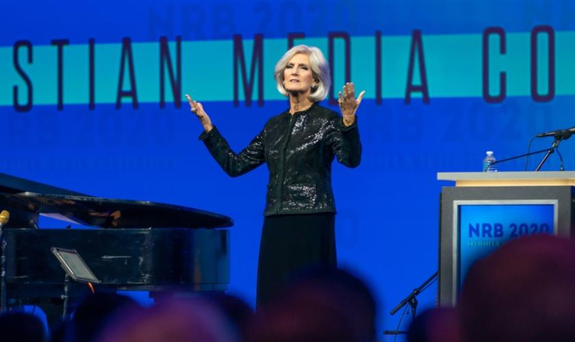 Anne Graham Lotz fala no na Convenção de Mídia Cristã 2020 em Nashville, EUA. (Foto: NRB)