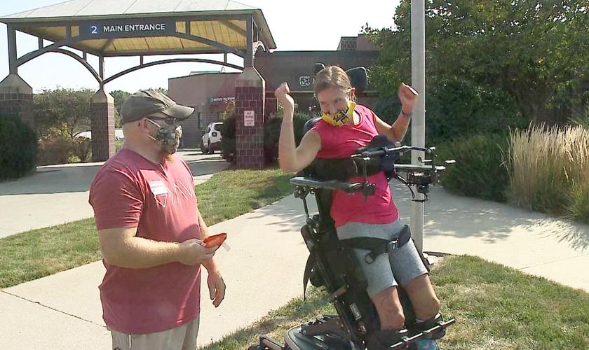Heidi Wachtel, 43 anos, tornou-se paralítica após um acidente doméstico. (Foto: KETV)