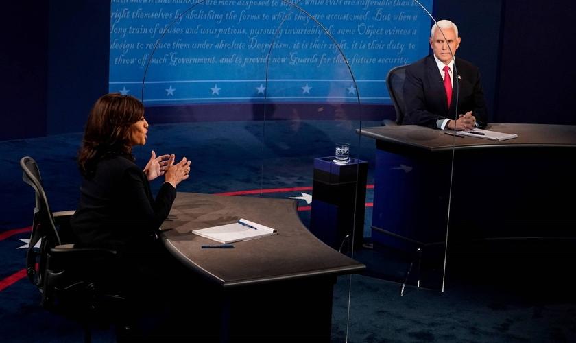 Kamala Harris (à esquerda) e Mike Pence, candidatos à Vice-Presidência dos EUA participam de debate em Salt Lake City, em Utah. (Foto: Morris Gash / Reuters)