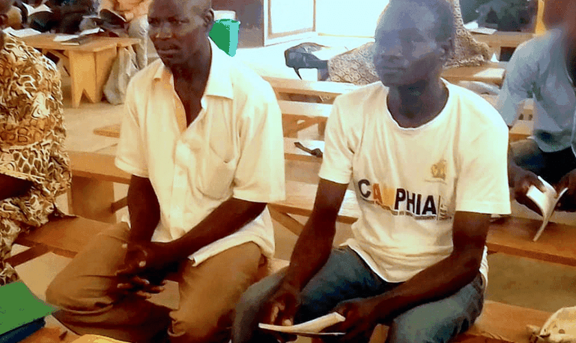 Jonas e Joseph, os dois facilitadores de alfabetização da Sociedade Bíblica mortos por Boko Haram em um ataque em sua aldeia. (Foto: Reprodução / UBS)