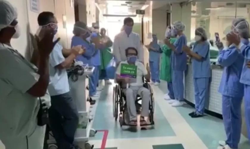 Médico que contraiu Covid-19 trabalhando se recupera após 38 dias em hospital na PB: 'um milagre'. (Foto: Tv Cabo Branco/Reprodução)