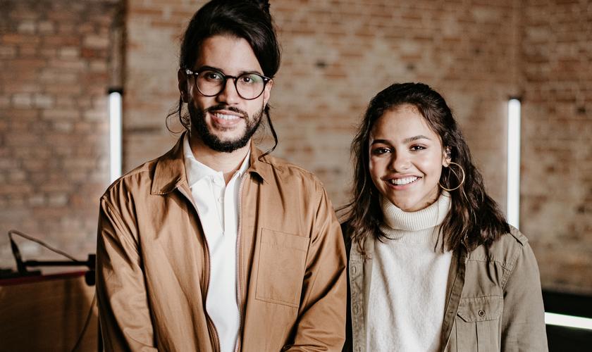 """Julia Vitória e Gabriel Guedes estão cantando juntos na nova música """"Esperança"""". (Foto: Divulgação)"""