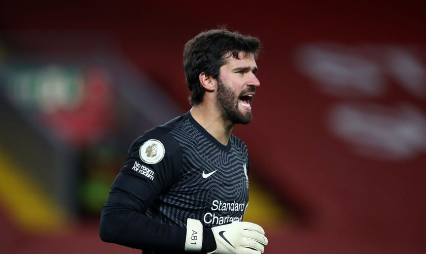 Alisson Becker durante partida do Liverpool contra o Sheffield United. (Foto: Getty Images)