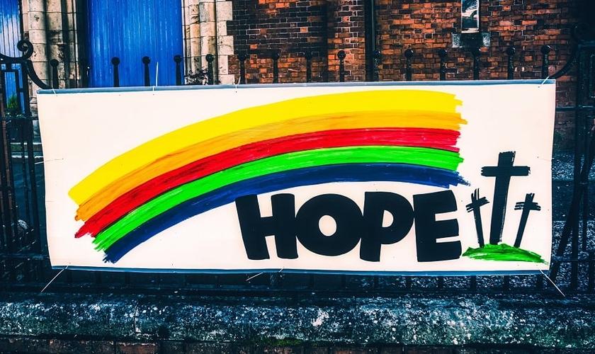 Fachada de igreja em Belfast, Irlanda do Norte. (Foto: K. Mitch Hodge / Unsplash)