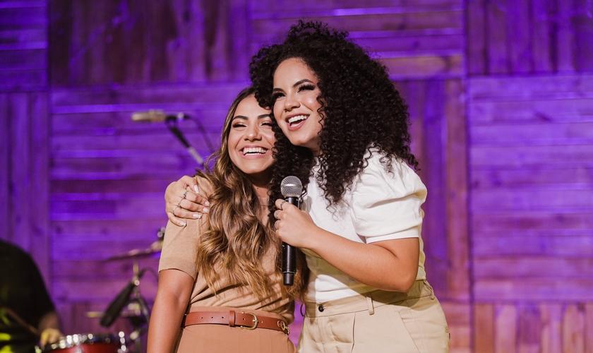 """Rebeca Carvalho e Gabriela Rocha gravaram juntas o single """"Até Eu Te Encontrar"""". (Foto: Divulgação)"""