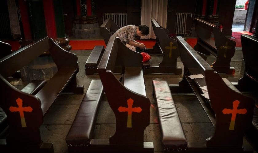 Cada vez mais igrejas têm sido fechadas e até demolidas sob ordens do Partido Comunista, na )China. (Foto: Getty Images/Kevin Frayer