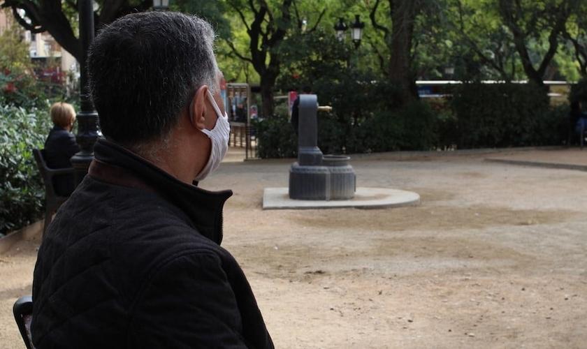 Após fugir do Irã, Joseph vive sob tensão na Espanha. (Foto: Reprodução / Jonatán Soriano)