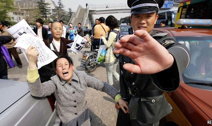 O estudo diz que a China teve os níveis mais altos de restrições governamentais. (Foto: Reuters)
