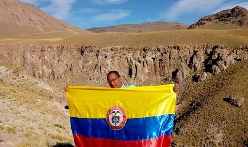 O Pr. Wilson Vásquez mantém sua missão no território distante. (Foto: Reprodução / El Tiempo)