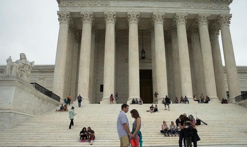 Pessoas oram em frente Suprema Corte dos EUA em Washington, 26 de setembro de 2020. (Foto: CNS / Tyler Orsburn)