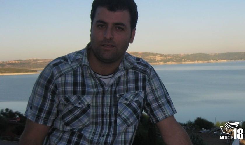 Zaman Fadaee, que prefere ser chamado de Saheb, recebeu 80 chibatadas, um mês e um dia depois de seu amigo Mohammad Reza (Youhan) Omidi ter sofrido a mesma punição. (Foto: Artigo 18)