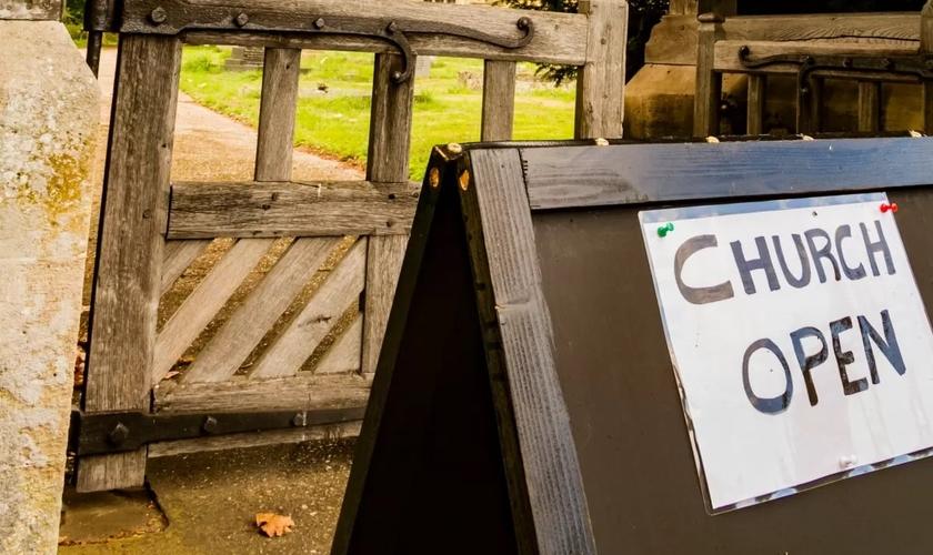 Igrejas terão novas regras em segunda onda de Covid-19 na Irlanda do Norte. (Foto: Reprodução / Premier)