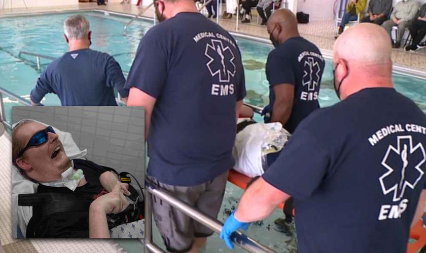 Benjamin Pratt sendo levado por amigos para ser batizado nas águas. (Foto: Reprodução / The Jackson Sun)