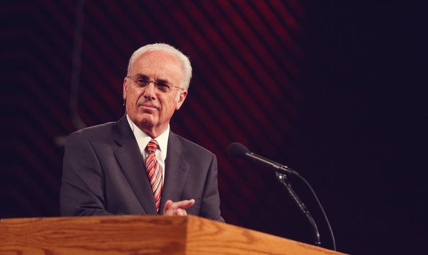 O pastor John MacArthur alerta para os sinais do fim dos tempos. (Foto: Grace Community Church)