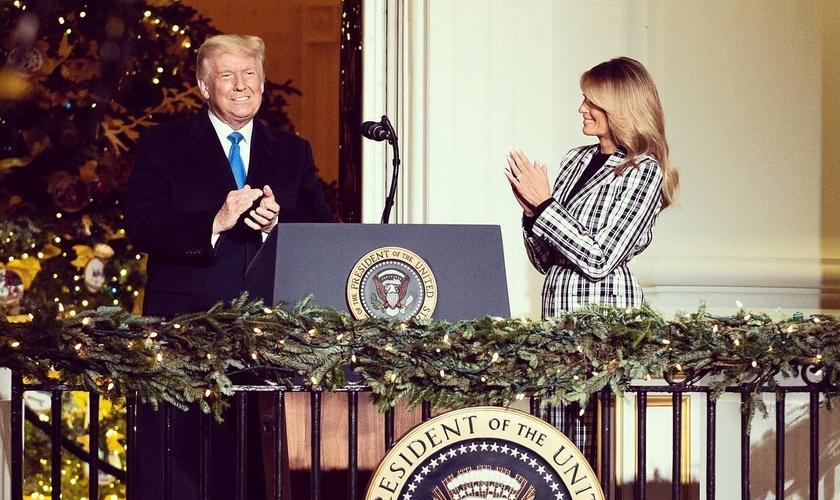 O presidente Donald Trump compartilha mensagem do Natal ao lado da primeira-dama Melania Trump. (Foto: Reprodução / Instagram)
