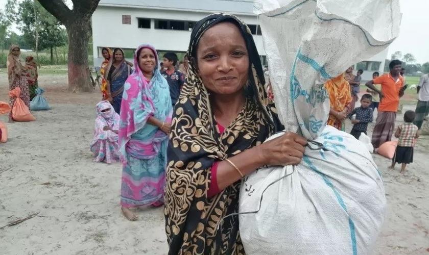 Muitas populações carentes dependem de ajuda missionária. (Foto: Reprodução / Premier)