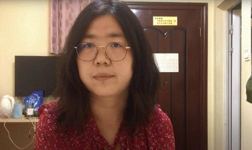 A jornalista Zhang Zhan visitou Wuhan em fevereiro de 2020, no auge do surto de coronavírus, enquanto ele se tornava uma pandemia em todo o mundo. (Foto: Handout / Youtube / AFP)