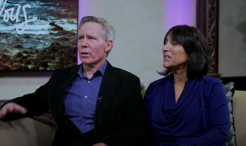 Joe Flynn e sua esposa, Denise, se reconciliaram após 7 anos separados. (Foto: YouTube/Steve Hannett)