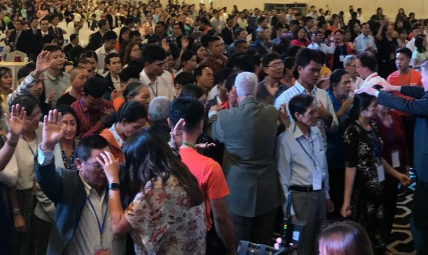 Winston Bui visita o Vietnã onde ministra frequentemente. (Foto: Reprodução / AG News)