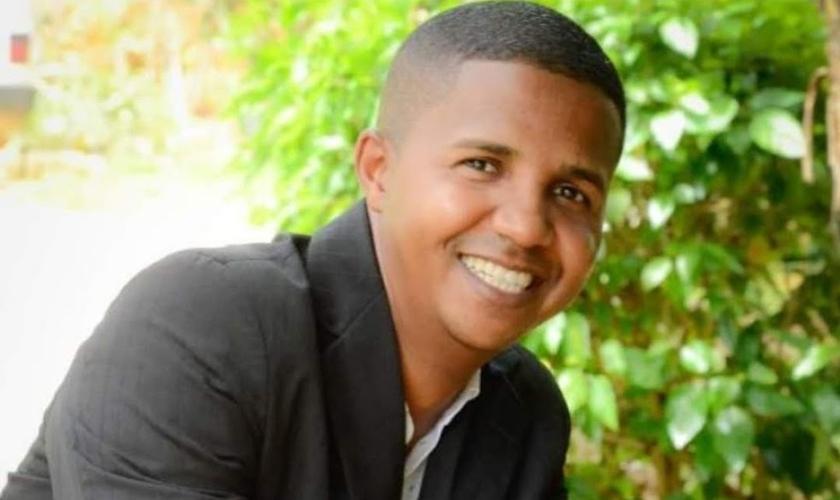 Wesley Apolinário teve a família resgatada do tráfico e transformada por Deus. (Foto: Sara Nossa Terra)