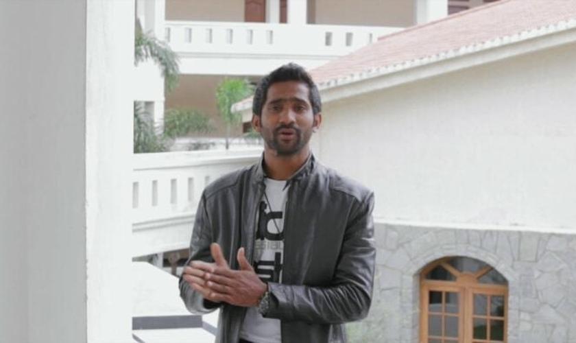 Sayeed Badshah agora é evangelista. (Foto: Reprodução / God Reports)