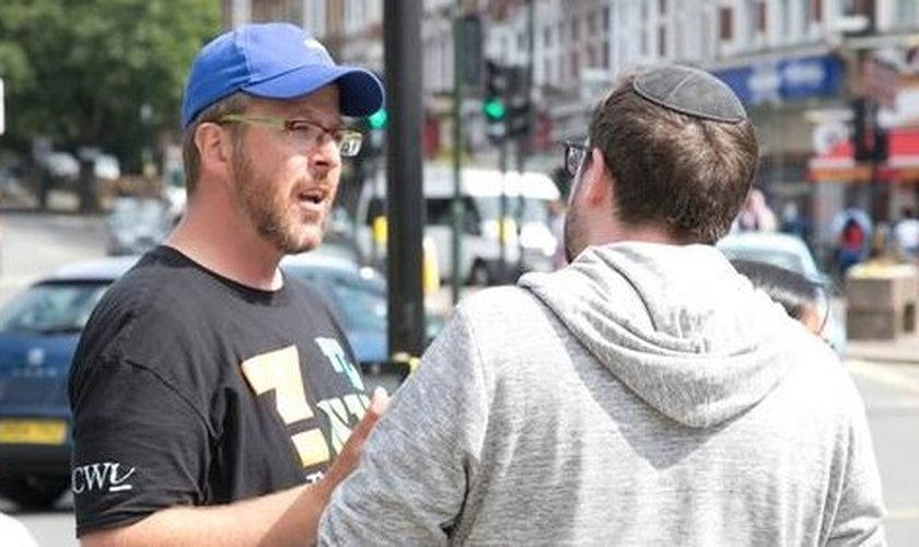 Joseph Steinberg defende o evangelismo a judeus, apesar da resistência. (Foto: Reprodução / Premier)