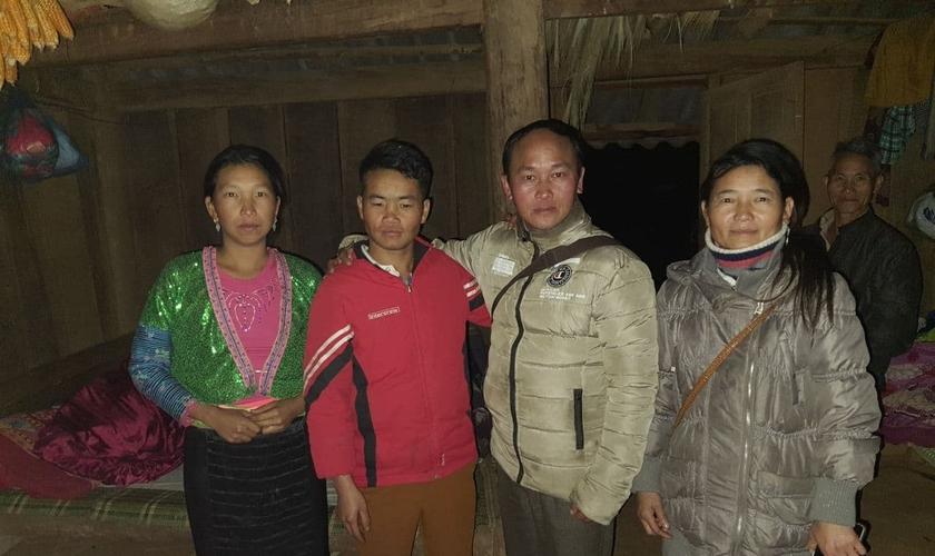 Sung A Khua e sua família agora estão sob vigilância das autoridades vietnamitas. (Foto: International Christian Concern)