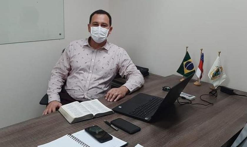 Vereador Raiff Matos, em seu gabinete na Câmara Municipal de Manaus. (Foto: Reprodução / A Crítica)