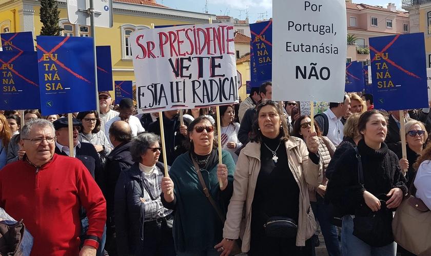 Cidadãos contrários à eutanásia pedem veto presidencial. (Foto: Reprodução / Ephemera)