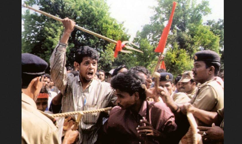 """Momento de ataque a jovem cristão, morto em Orissa, relatado pela polícia como um """"acidente"""". (Foto: Reprodução / Asia News)"""