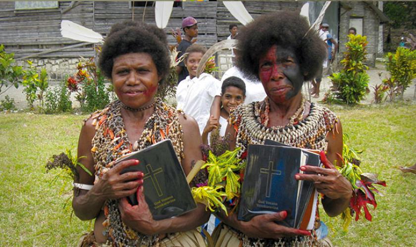 Trabalho de tradução da Bíblia concluído em 13 de novembro de 2013. (Foto: Facebook/Wycliffe Associates)