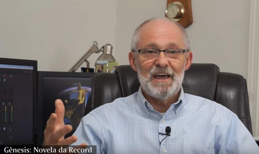 Adauto Lourenço explica Criação de acordo com Gênesis. (Foto: Reprodução / YouTube)