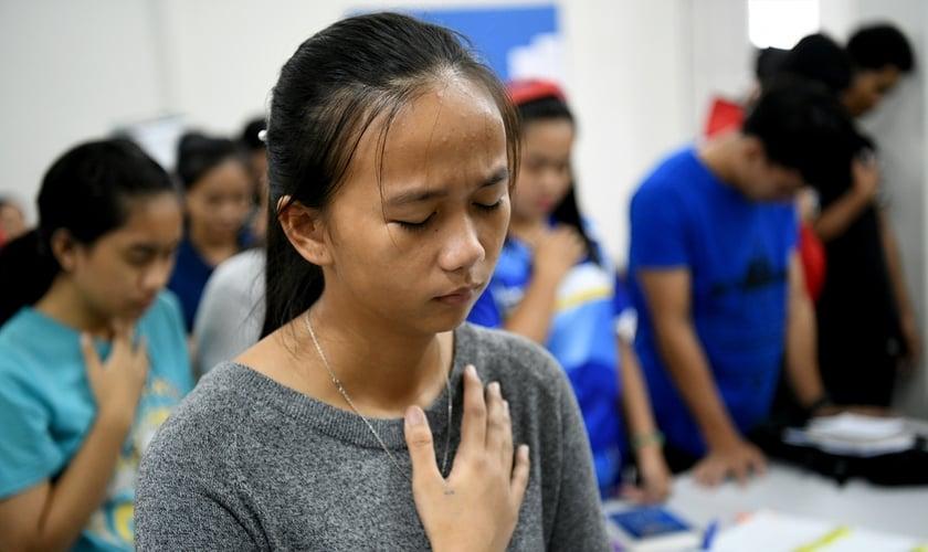 Cristã malaia em acampamento de jovens. (Foto: Portas Abertas)