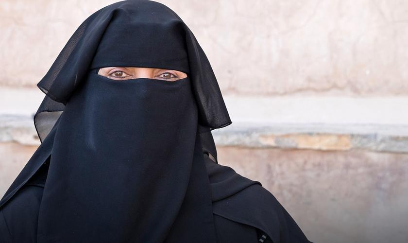 Mulheres omanis não podem ter suas próprias ideias religiosas. (Foto: Portas Abertas)