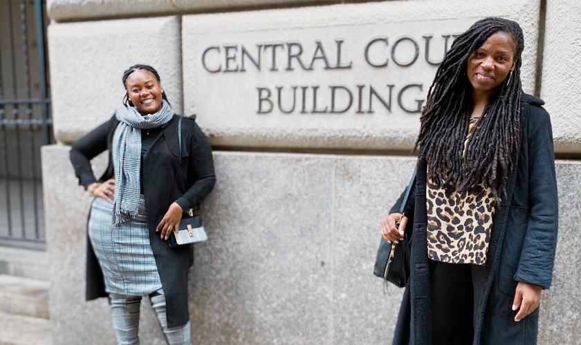 Bevelyn Beatty (à esquerda) e Edmee Chavannes (à direita) foram processadas pela procuradora-geral do estado de Nova York. (Foto: Bevelyn Beatty)