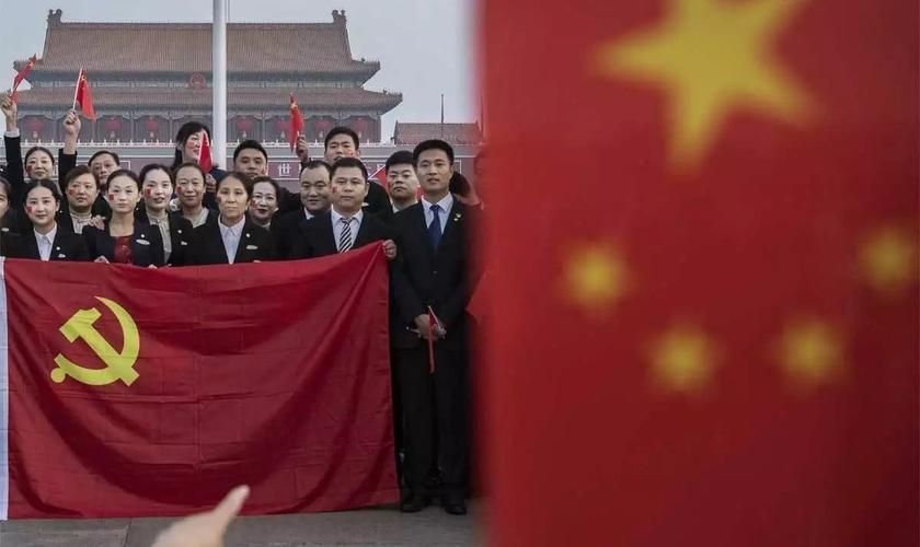 No ano em que comemora 1 século, Partido Comunista Chinês registra menos membros do que número de cristãos. (Foto: Reprodução / Epoch Times)