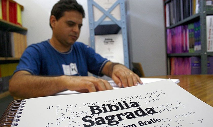 Há 20 anos, a SBB tem trabalhado para levar a Palavra de Deus à pessoa com deficiência. (Foto: SBB/Divulgação).