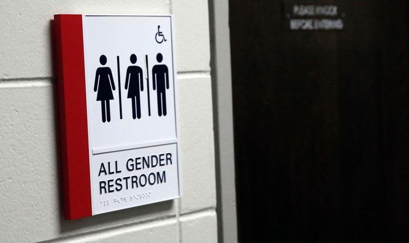 Legislação proibirá placas fora de banheiros públicos para ocupação única. (Foto: Kevin Tanaka / Pioneer Press)