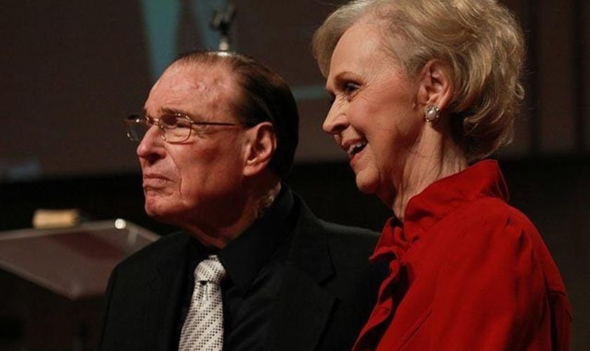 O pastor Bob Nichols e sua esposa Joy Nichols. (Foto: Reprodução / UGCN)